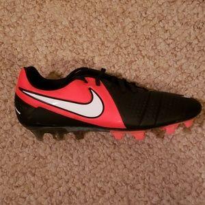 Nike CTR360 Maestri III soccer cleats, size 8.5.